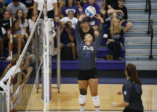 Volleyball sweeps SDSU, falls to USD to end tournament